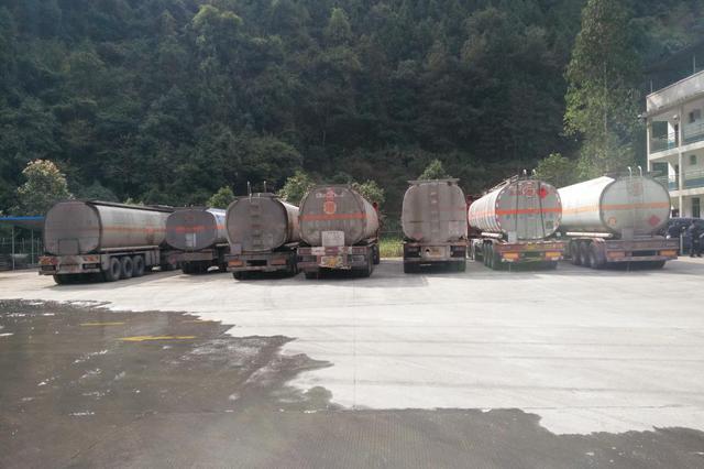 东方多部门联合行动 打击违规销售走私油非法经营行为