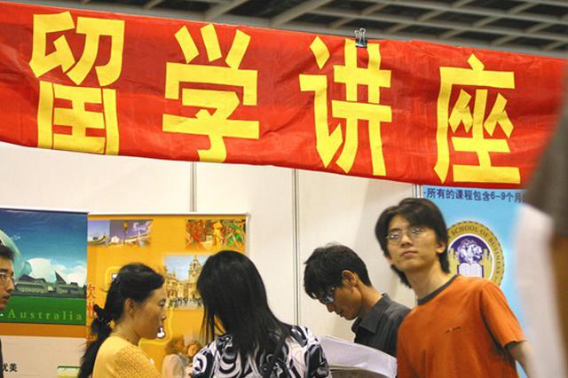 """中介""""捉刀""""或成中国学生留学的一大硬伤"""