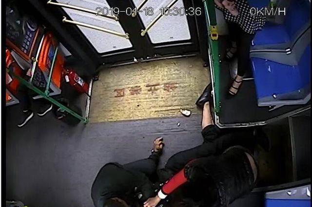 点赞!乘客突发疾病,幸得海口公交司机紧急救助