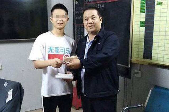 """浙江游客遗落万元现金,海口公交司机""""物归原主""""获赞"""