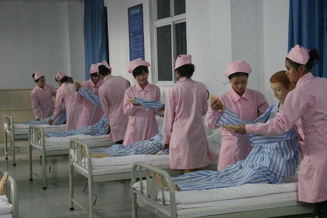 海南推进基层教育卫生人才激励机制改革