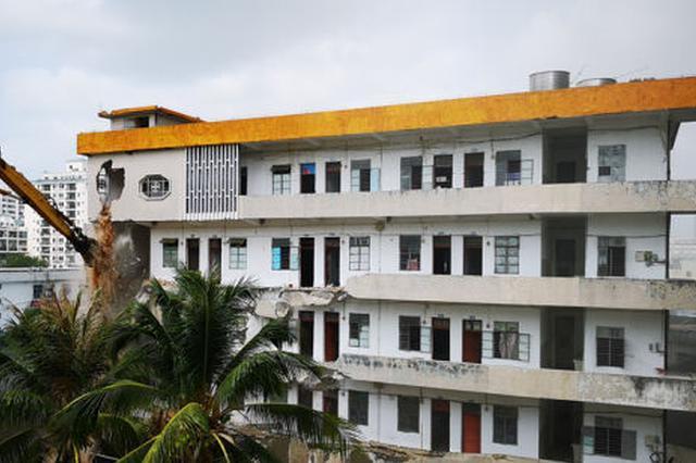 三亚中心医院实习进修楼、医保科、供应室正式拆除