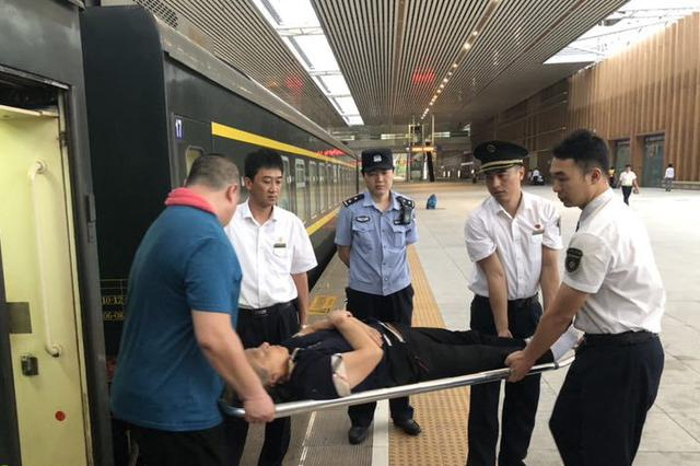 暖心!三亚火车站为病患旅客开辟绿色通道温馨出行