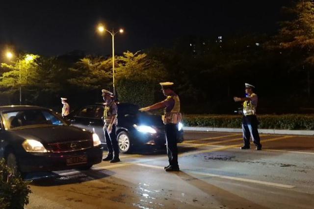 三亚交警1小时查获酒驾11起,还有摩托试图冲卡……