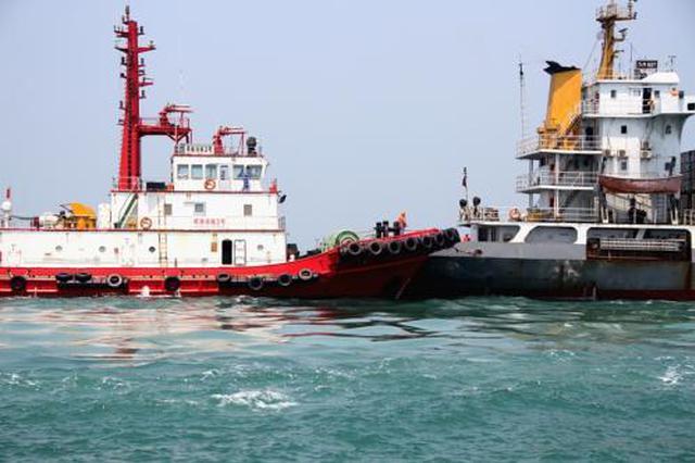 洋浦海事局开展海上油料过驳应急演习