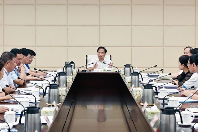 刘赐贵:发挥海南优势 加快推动基础教育优质均衡发展