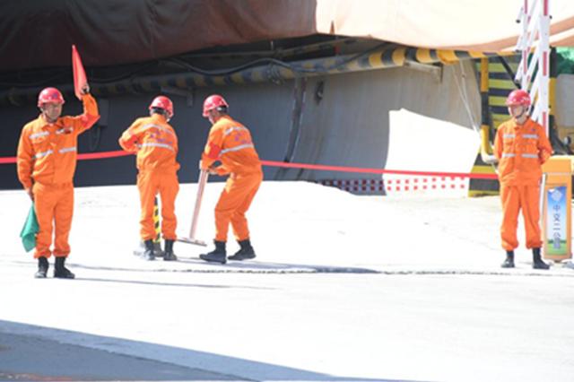 省交通厅与保亭联合举办高速公路隧道坍塌应急救援演练