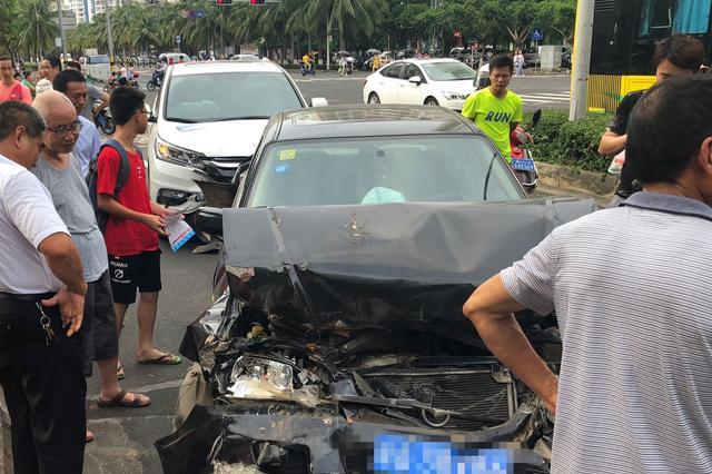 海口海甸四东路发生五车连撞 肇事司机涉嫌疲劳驾驶