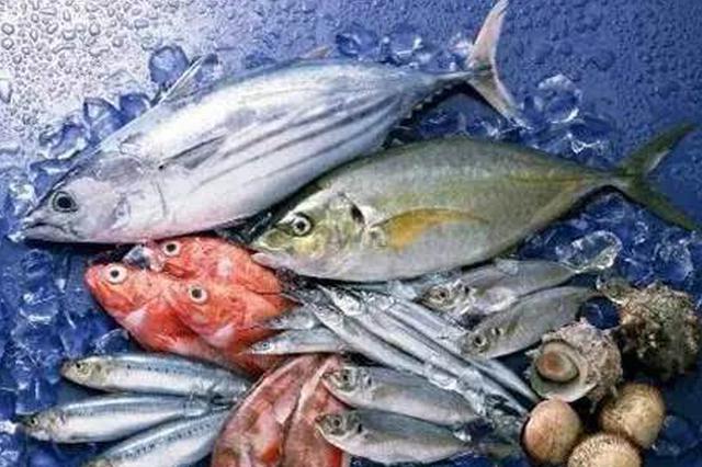 海口:水产品商贩无证经营 现场核实依法取缔