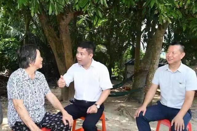 海南文昌开展中秋节走访慰问贫困户活动