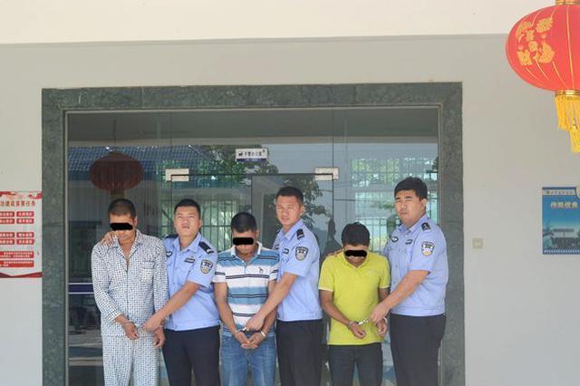 3人盗窃4.8万元门锁潜逃7年 万宁警方从湖南押解回琼