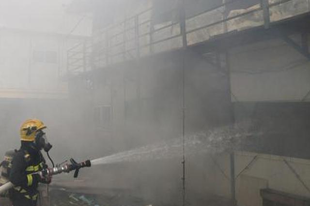 突发!三亚一建筑工地活动板房发生火灾消防紧急扑救