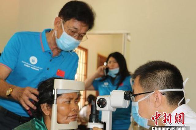 """第五次""""海南·柬埔寨光明行""""义诊活动在柬举行"""