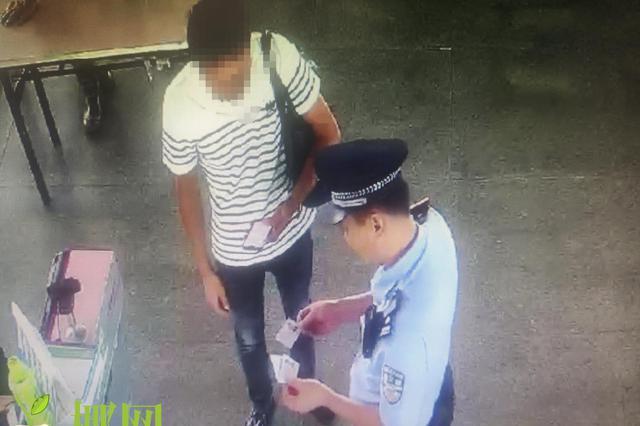 """为满足高档消费,""""老赖""""冒用他人身份证被拘10日"""