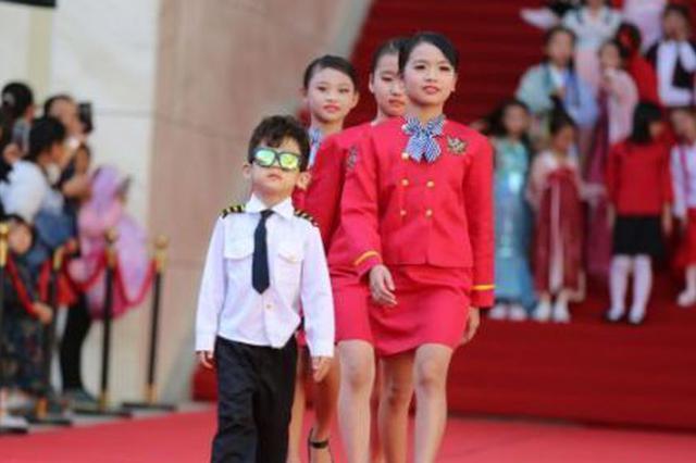 海南岛国际电影节上演少儿光影时尚艺术盛典