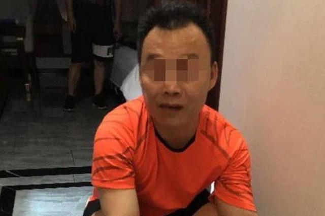 万宁3名男子酒店内发放小卡片招嫖,被警察抓个正着