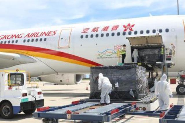 """搭载超10吨免税品 三亚机场首次保障""""客改货""""包机"""