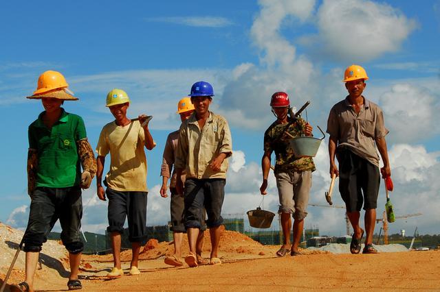 海南出台八条措施 鼓励农民工到重点项目重点企业务工