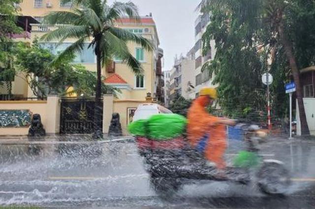 三亚持续降雨近一周 道路积水、涉海旅游暂停
