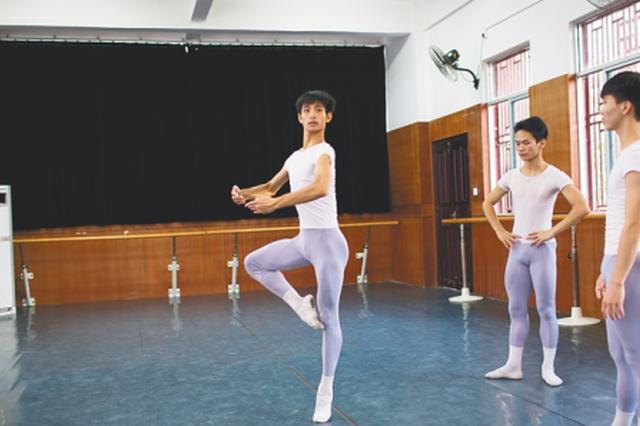 """""""芭蕾美少年""""黎族选手高东觉入围国际芭蕾舞赛"""