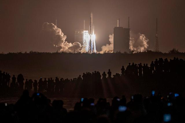嫦娥五号发射成功 开启我国首次地外天体采样返回之旅