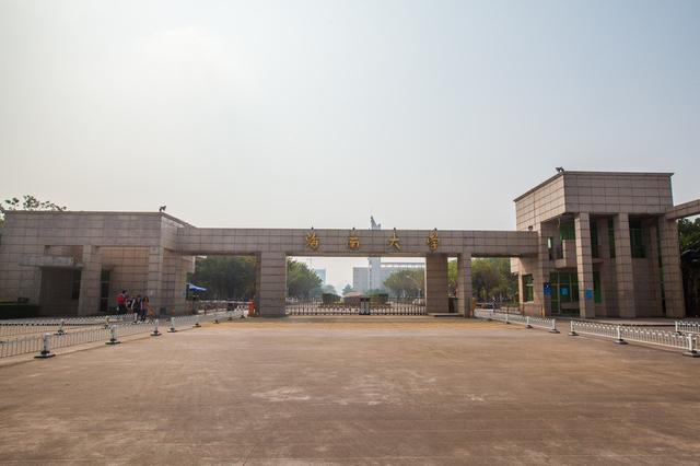 """海南大学为外籍人才提供丰厚待遇和""""一站式""""服务"""