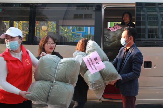 三亚多个社会组织捐赠防寒物资