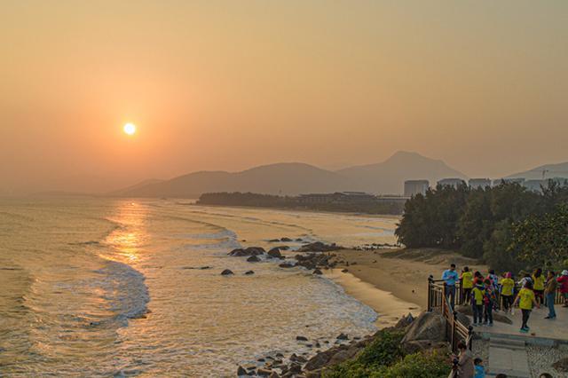 海南去年共接待国内外游客超6455万人次