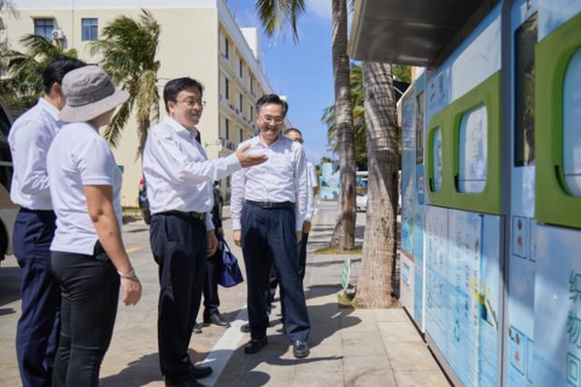 冯飞赴三沙市调研并看望慰问渔民及驻岛官兵