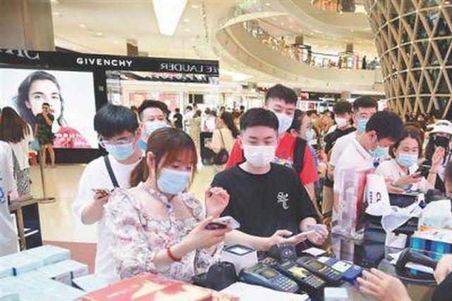 海南春节消费市场活跃 离岛免税店7天销售额超15亿元