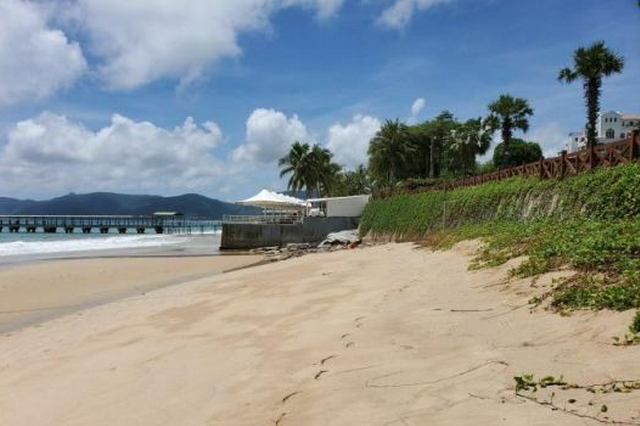 亚龙湾岸线部分沙滩被侵蚀 三亚拟斥资5千万修复