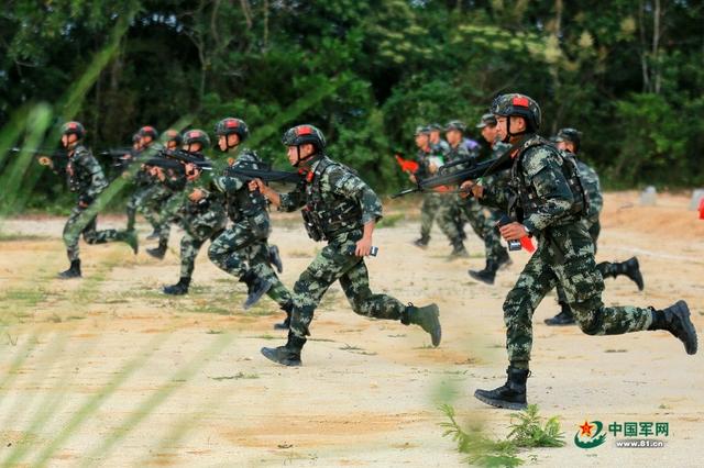 武警海南总队举办系列活动庆国庆