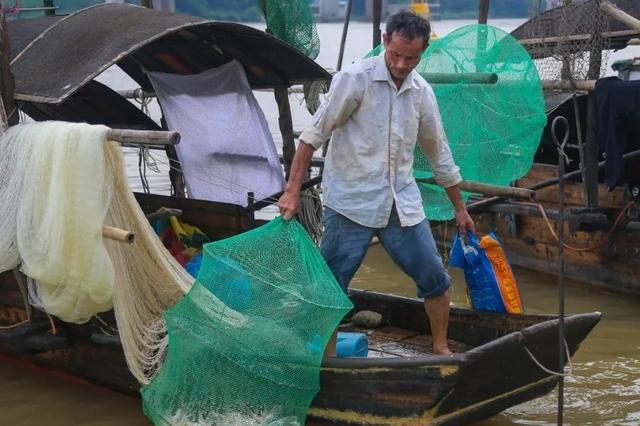 """防御台风""""圆规"""" 儋州安全转移1.9万名渔民"""