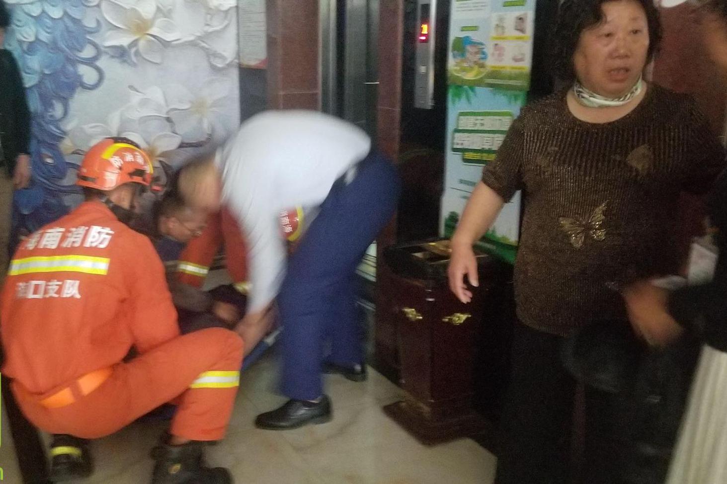 急急急!海口一酒店电梯发生故障多人被困 67岁老人陷入昏迷