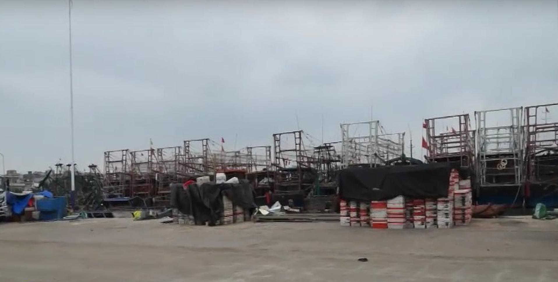 临高消防联合相关部门开展回港避风渔船安全检查