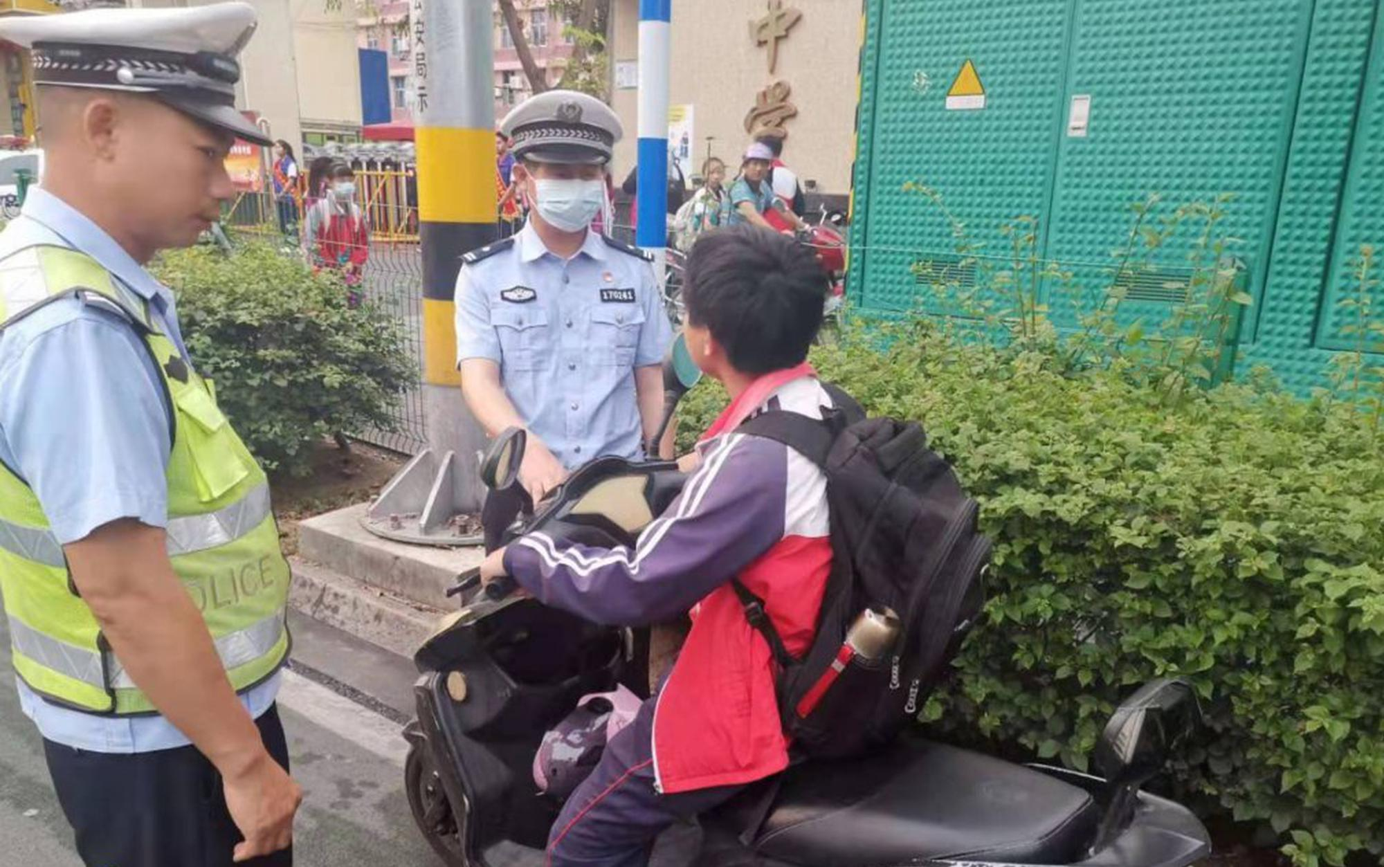 海南交警两天共查处6986起学生交通违法行为
