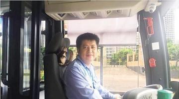 两男子偷手机 海口公交司机帮乘客追回