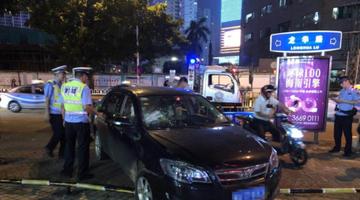 海口一男子无证驾驶连撞4车冲卡被拘