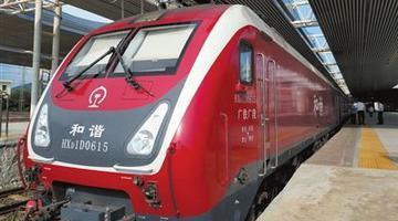 海南铁路开行新型电力机车