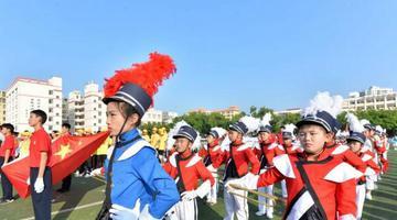 椰城中小学生运动场上展风采