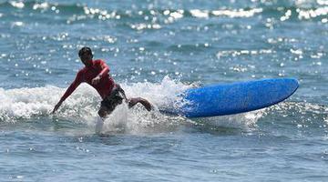 二青会冲浪比赛在海南举行