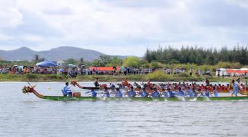 崖州区举办端午节传统龙舟赛