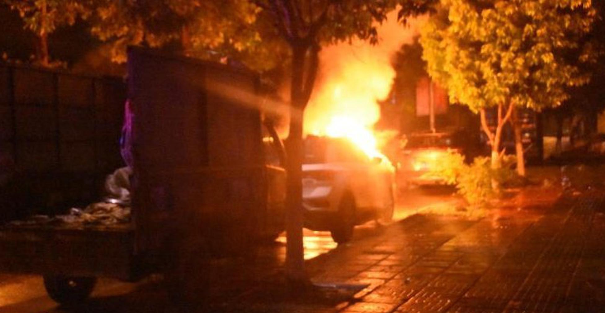 小车凌晨突然起火 屯昌消防赶来时正猛烈燃烧……