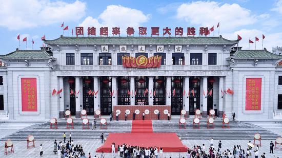 在海南 品京味儿 观澜湖华谊冯小刚电影公社老北京景区正式开园