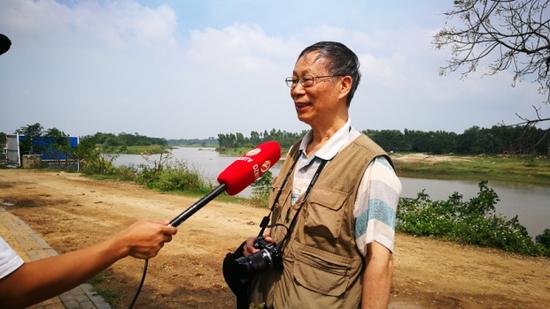 儋州广播电视台现场采访何以端。