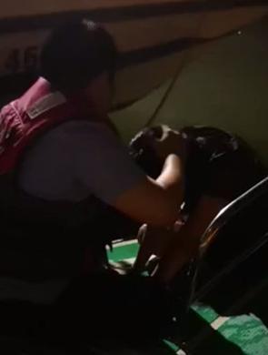凌晨,女子在海口世纪大桥下跳海轻生 民警及时救人