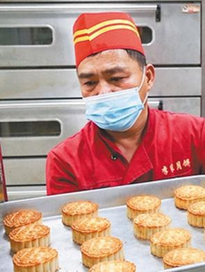 三亚红沙手工月饼迎来生产高峰