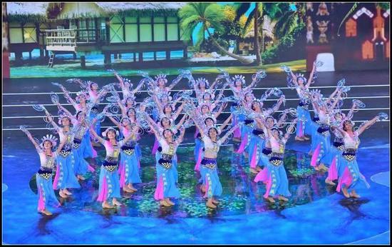 原创广场舞节目《黎族彩环舞》
