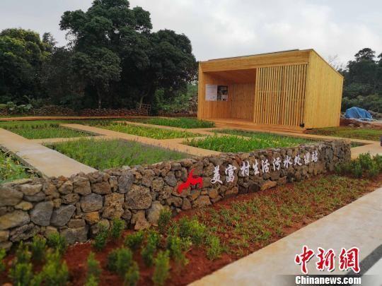 海南省首个全自动污水处理站,用于收集村民生活污水。 王子谦 摄