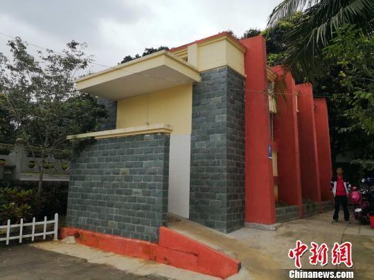 """海南省村庄""""厕所革命""""正在开展,图为村庄公共厕所。 王子谦 摄"""